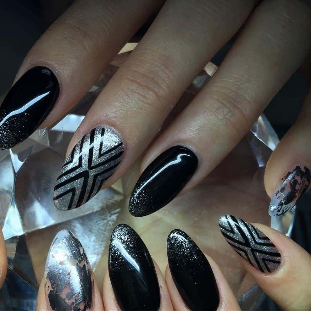 Acrylic Nail Black & Silver