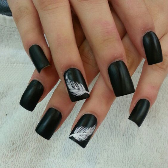 Feather design Black Nail