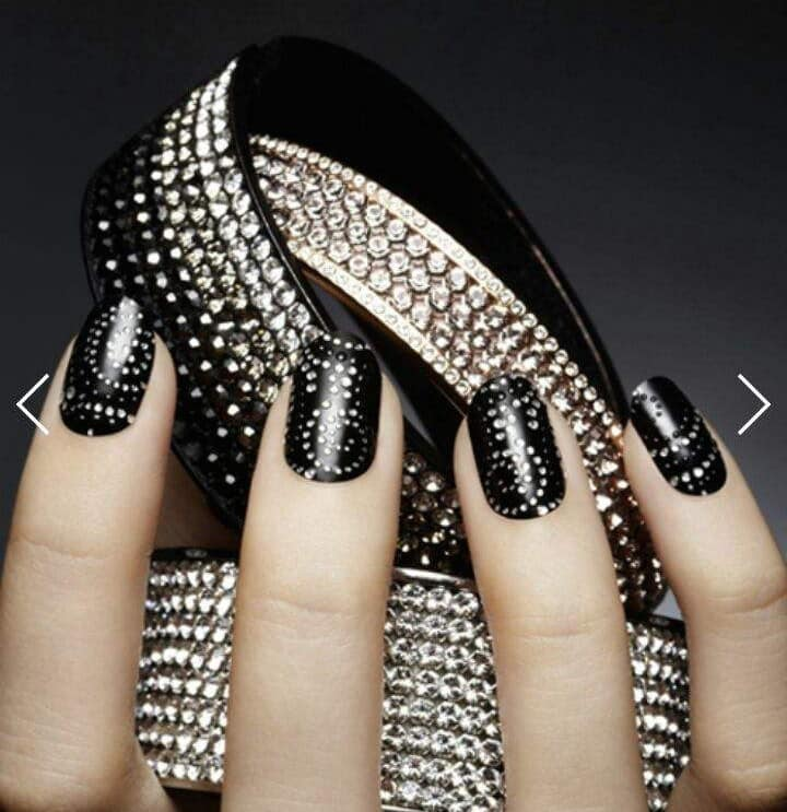 Bold In Black Short Nail