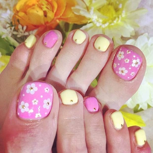 50 cutest toenail design ideas for any picky girl flowery feminine beautiful toe nail designs prinsesfo Image collections