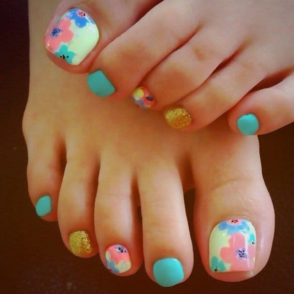 More Flower Toe Nail Design