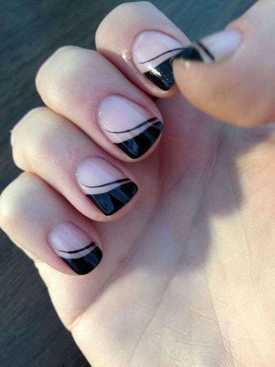 Simple black and white nail