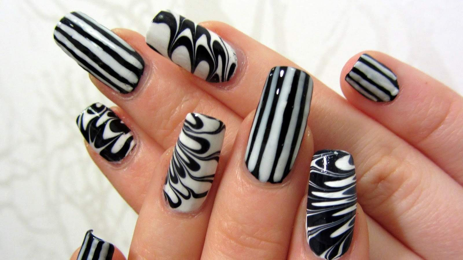 black and white Pattern Nail