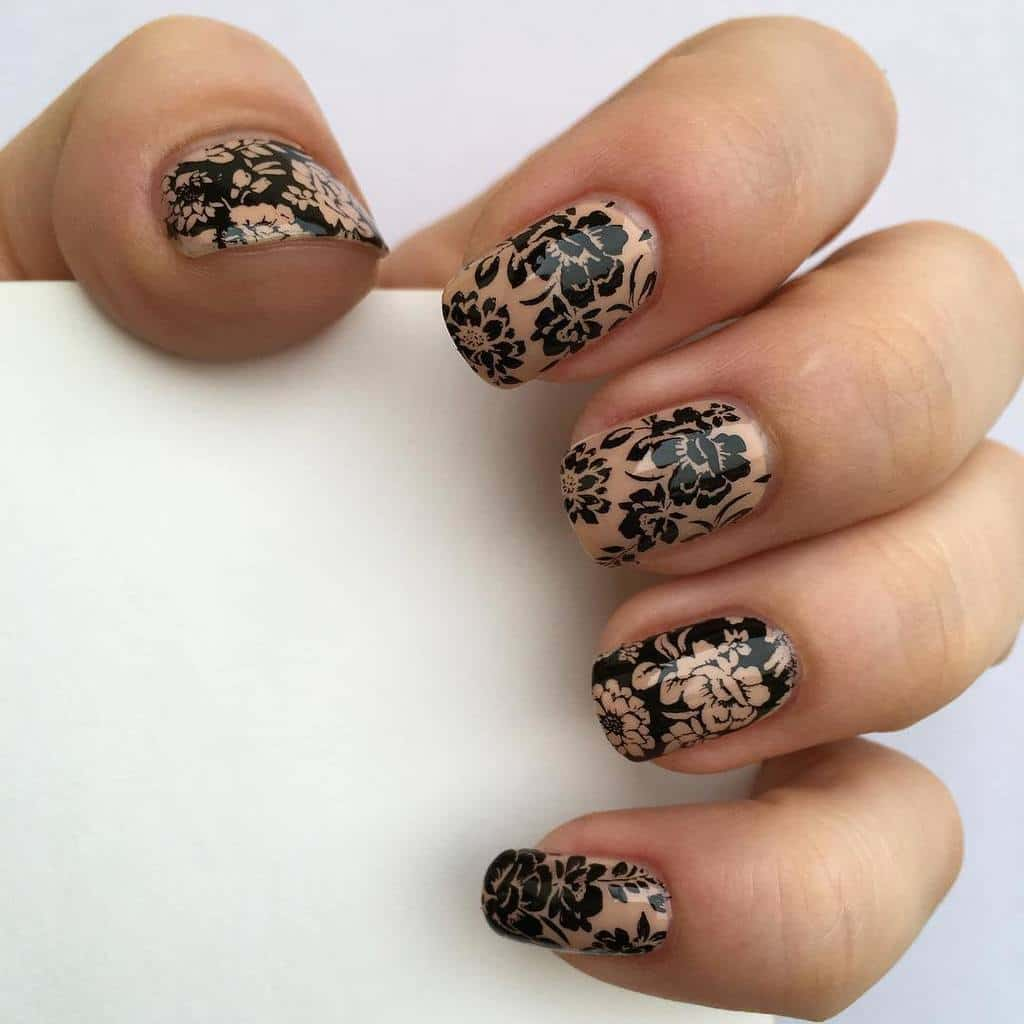 Hawaiian Flora flower nails