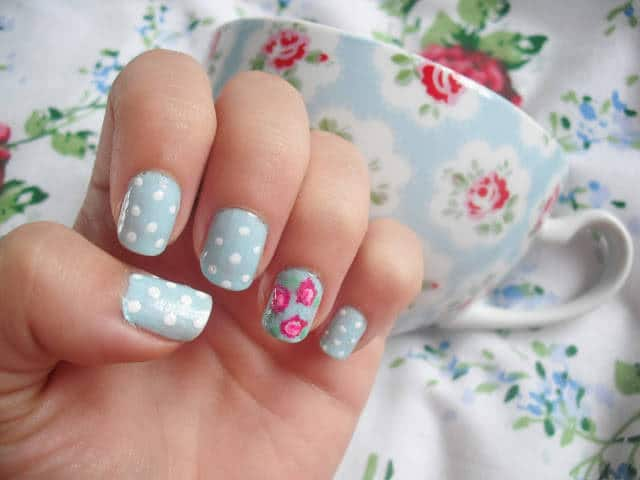 25 flower nail designs to make your nails shine flower nail designs 2 prinsesfo Gallery