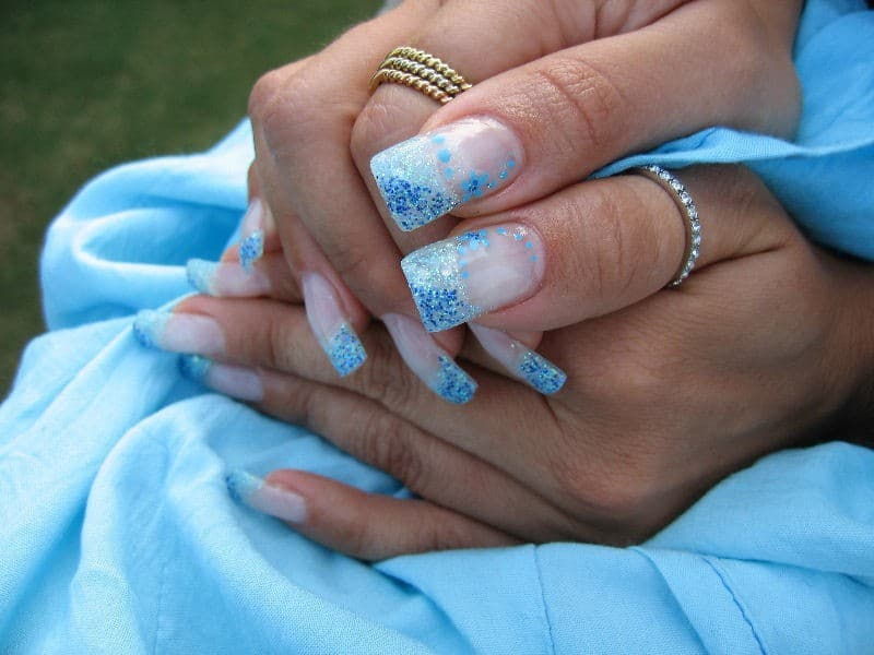 nice Frozen look nail design for girl