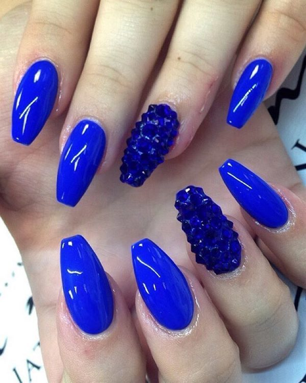 Zaffre Blue nail design your favorite - 25 Dramatic Light Blue, Navy Blue & Royal Blue Nail Designs