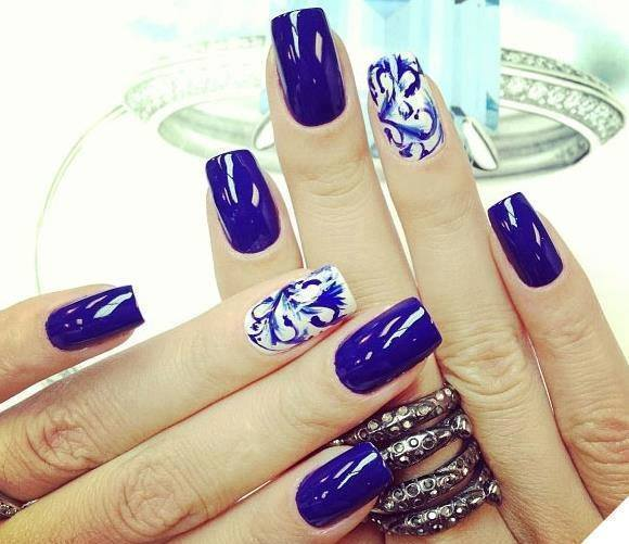 Navy Wavy blue nail art for women