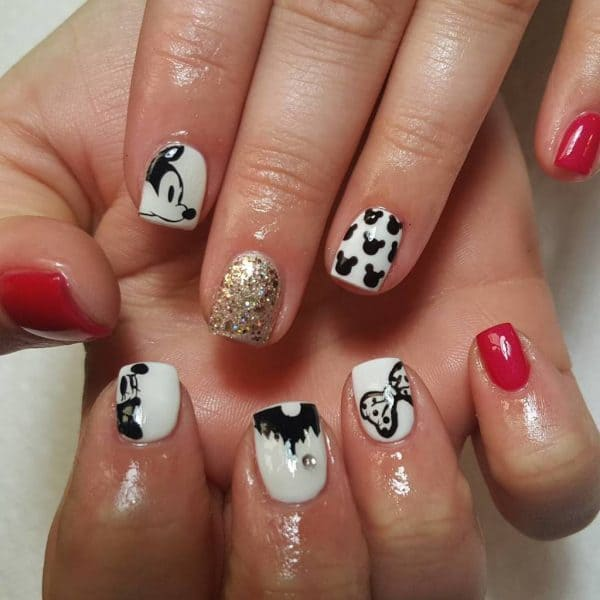 Polka Dot and Minnie mouse nail design