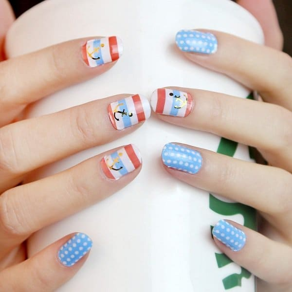 Polka Dot and Minnie mouse nail design 4