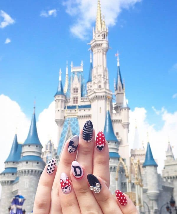 Polka Dot and Minnie mouse nail design 6