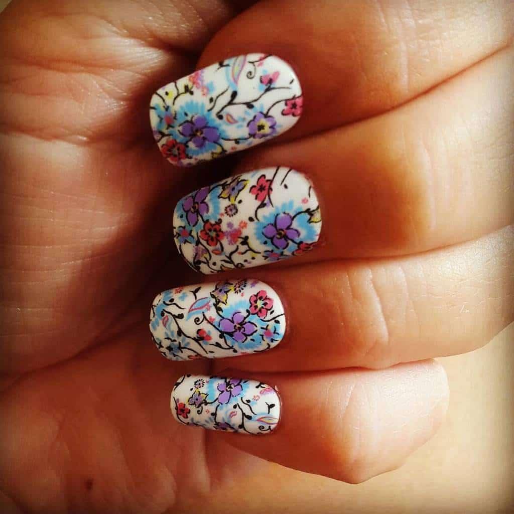 White nail designs 041