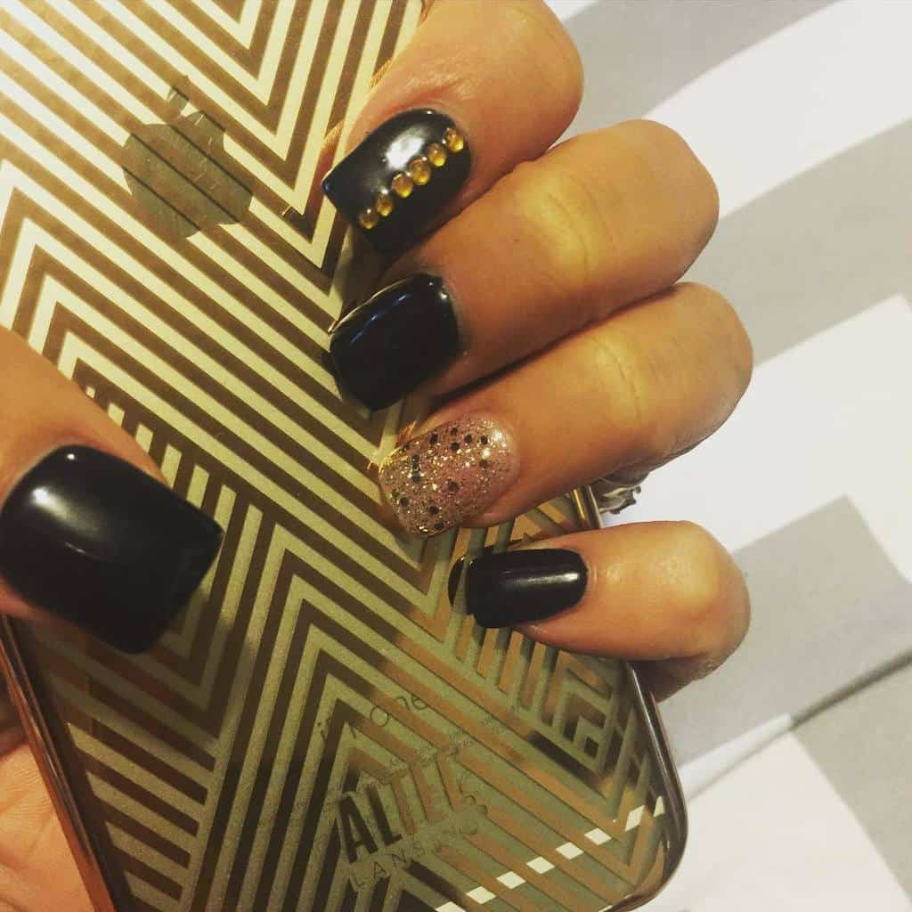 black and gold nail designs 10