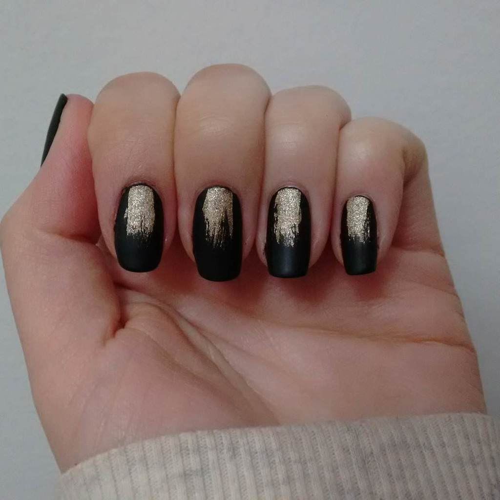 nice black and gold nail art