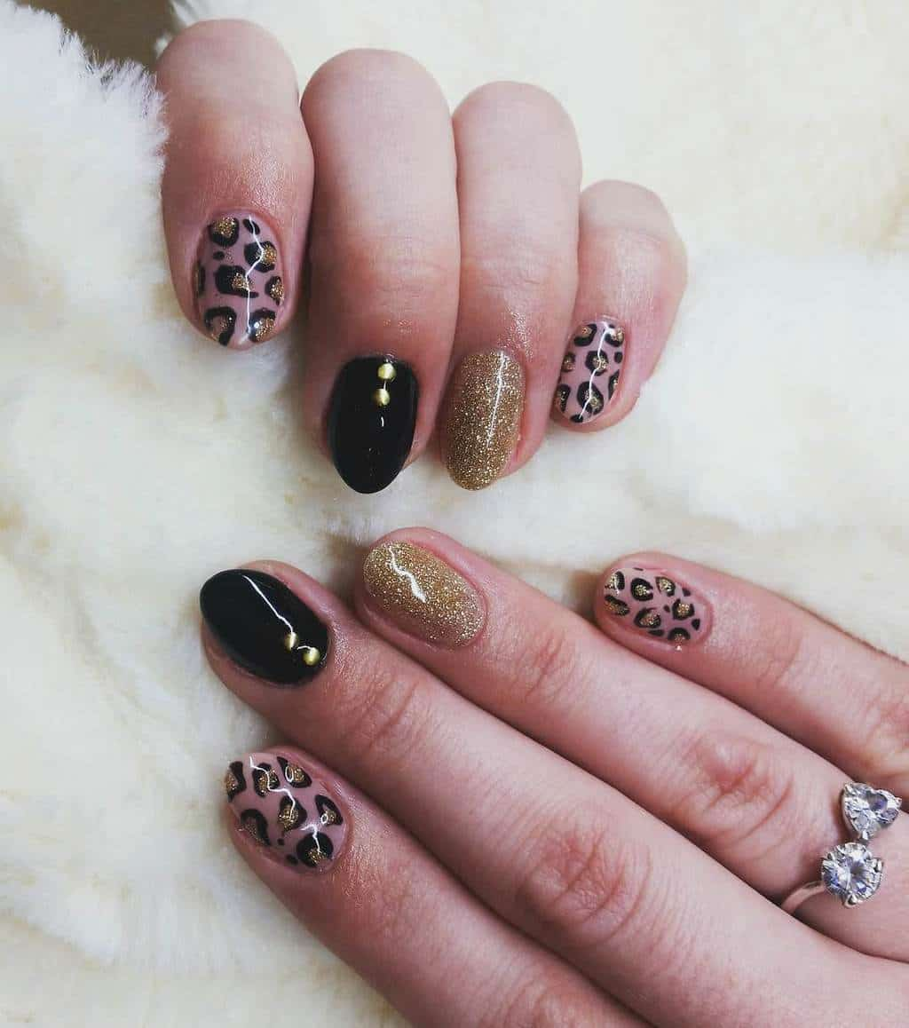 Tiger Pattern with black and gold nail