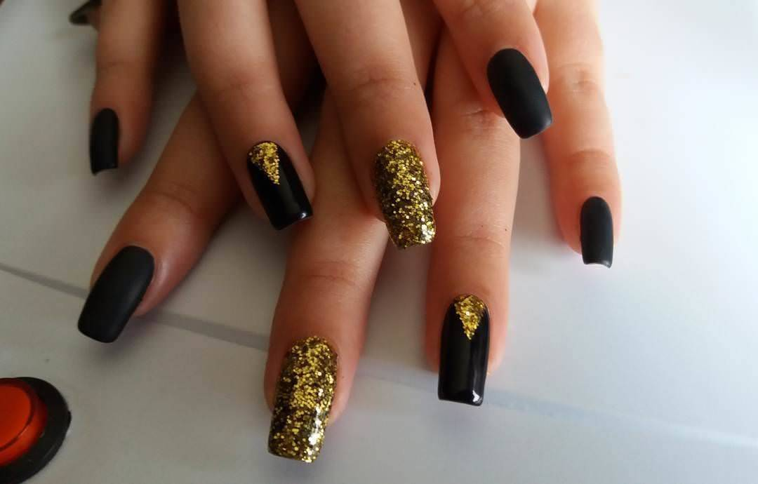 mad black and gold nail designs