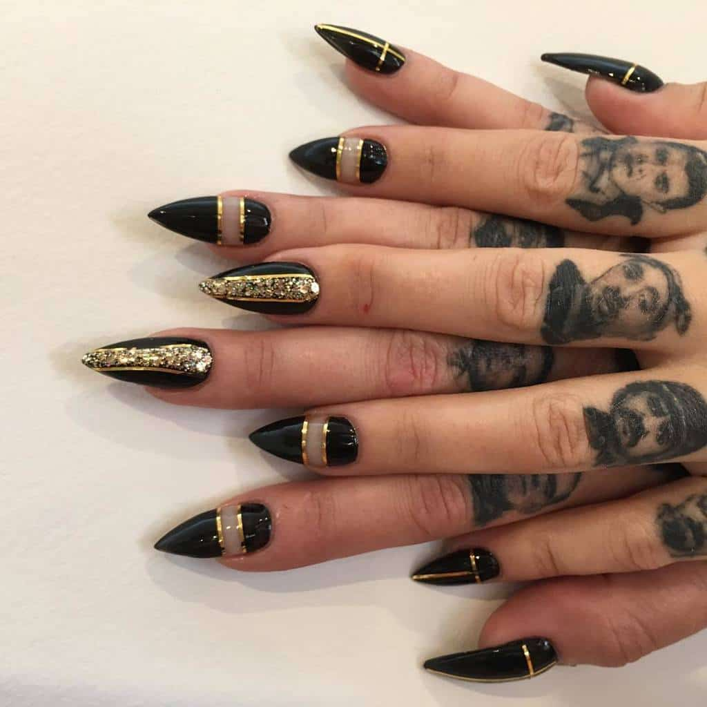 black and gold nail designs 18