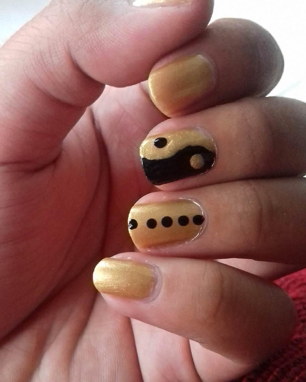 Macaroon gold nail designs 9