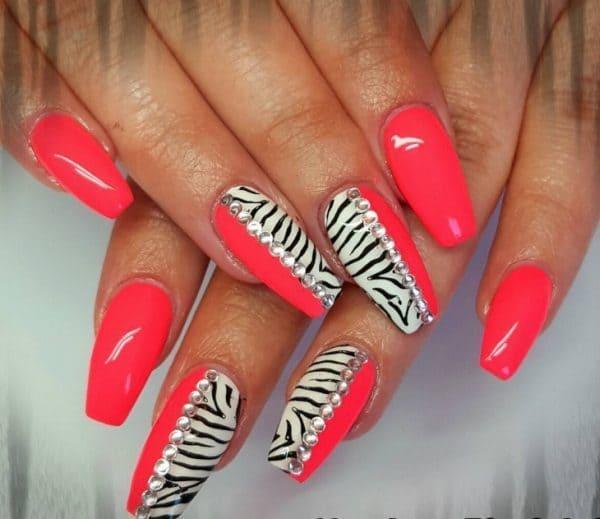 feather & zebra nail designs 17