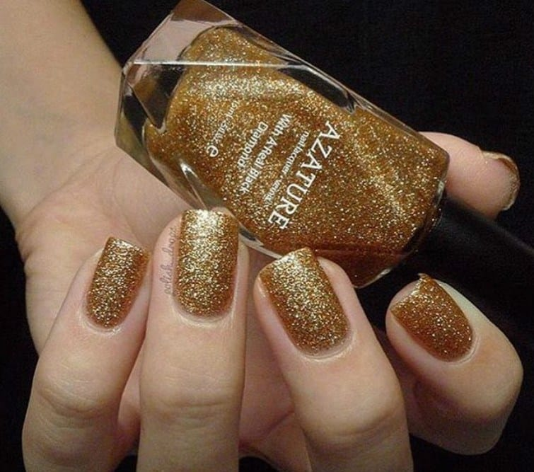 Going shiny and glittery in a gold nail design is something usual. Often,  the gold nail polish is always glittery and used for decorating nails, ... - 40 Classy Gold Nail Designs That'll Entice You