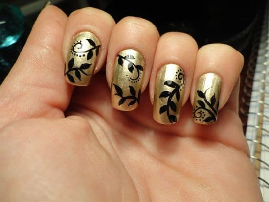 nail designs with golden garden