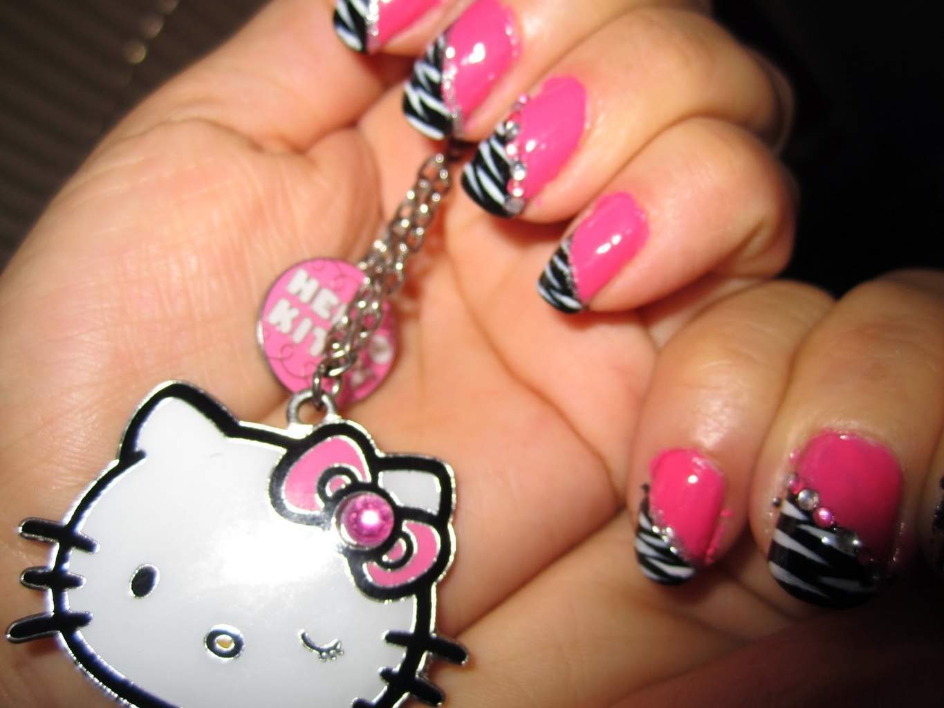 hello kitty & Claw nail designs 7