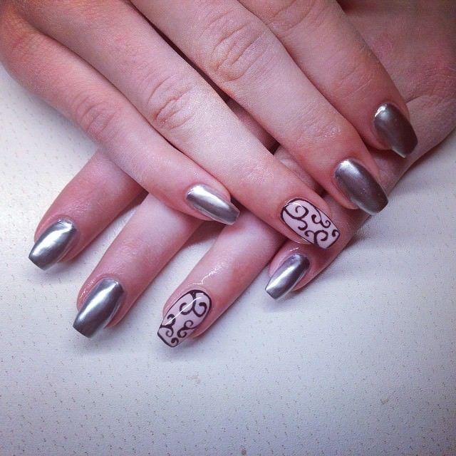 Metallic Elegance silver nail