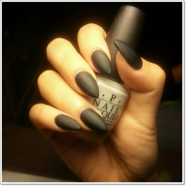 stiletto nail with Coal black color