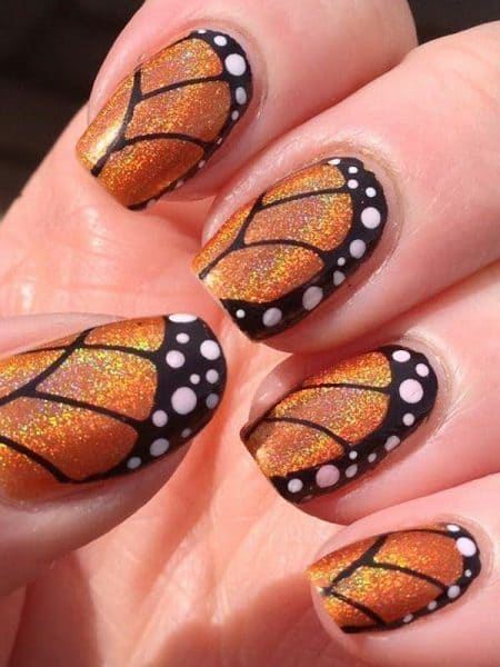 zoom in butterfly nails
