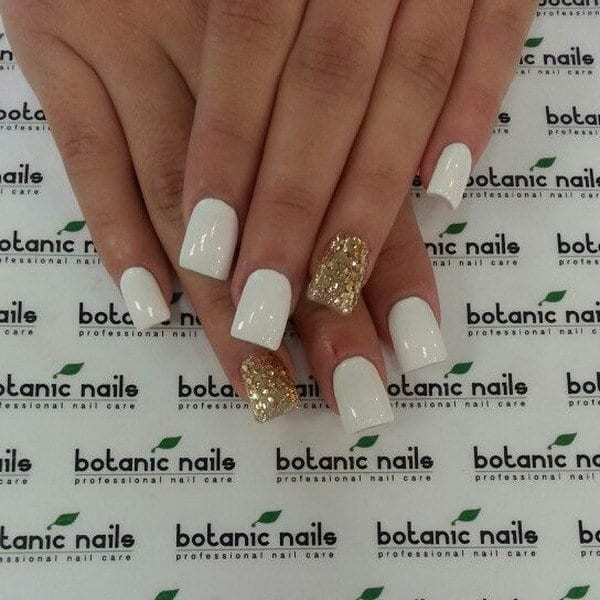 12 Alluring White Plus Gold Nail Designs
