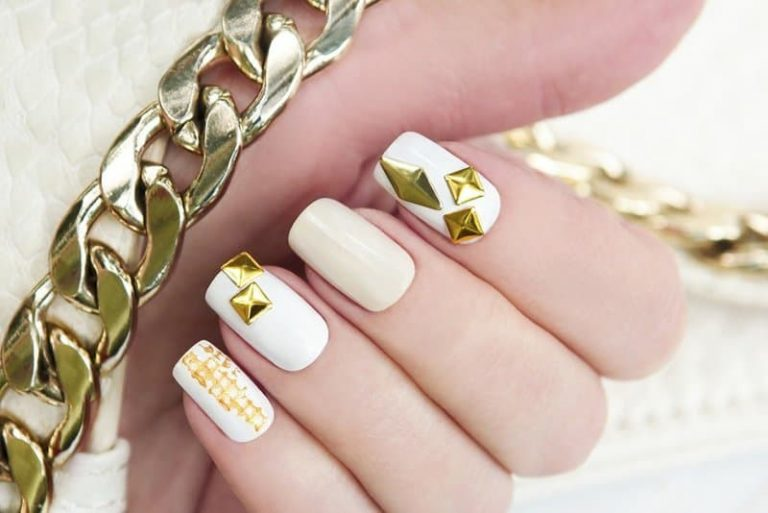 30 Alluring White Plus Gold Nail Designs