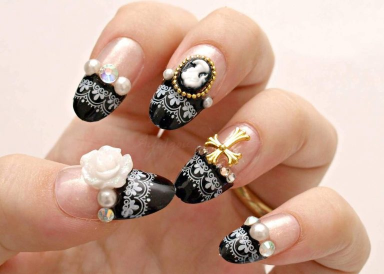 30+ Aristocratic Bling Nail Designs for 2021