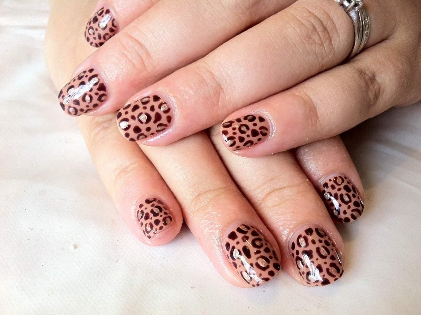 Classic Leopard Nail idea