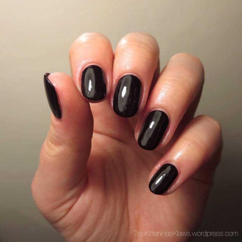 Short Squoval nail shape
