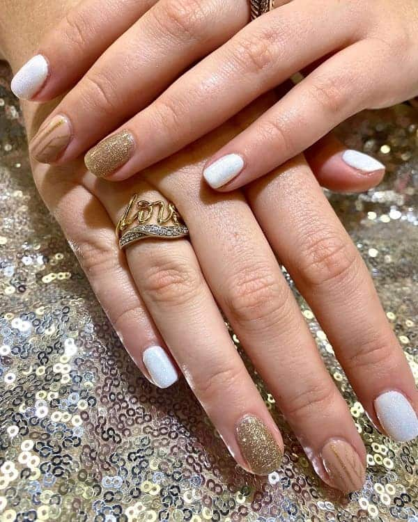 Chic White And Gold Short Nails