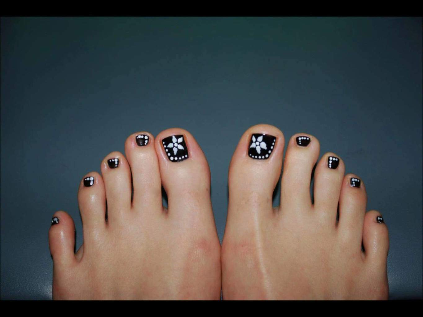 Flower design Pedicure Nail art