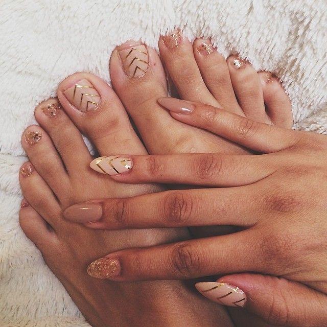 golden mix color Chic Beige Nail art