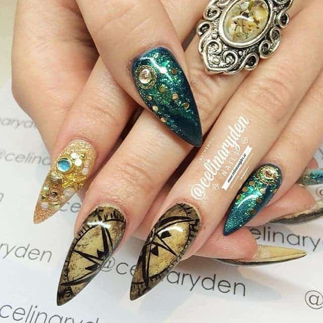 super long Hippie Nail art