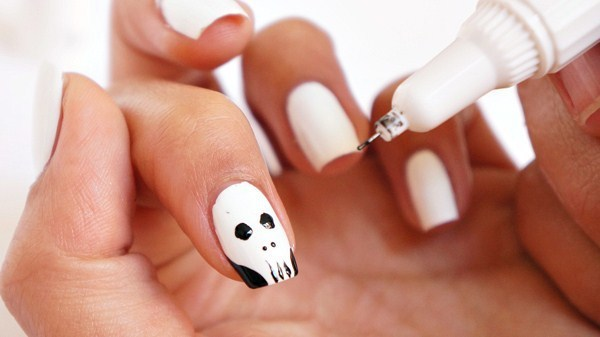 25 Hottest Skull Nail Designs to Put You on Center Stage