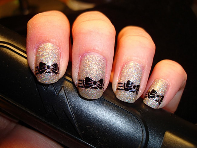 10 cutest bow nail designs that are pleasingly pretty glitter nail designs with bows prinsesfo Gallery