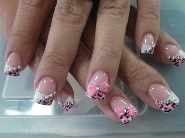 Leopard Tips nail designs with bows