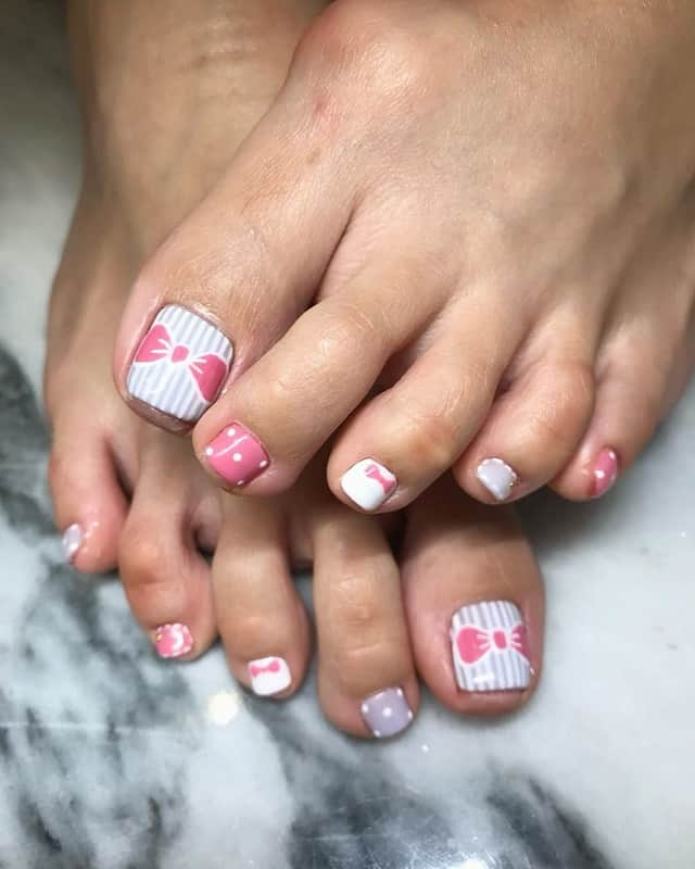 toe nail design with bows