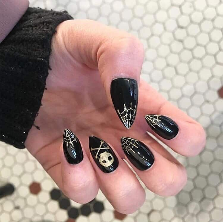 black halloween nails