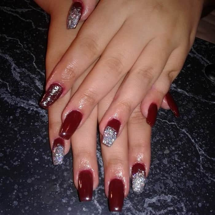 maroon acrylic nails with glitter