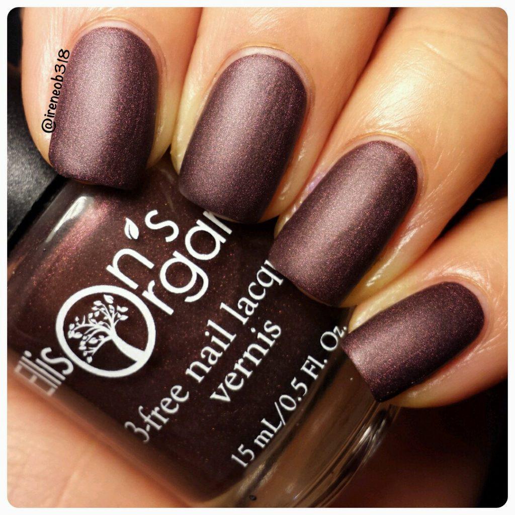 shimmery maroon matte nail polish