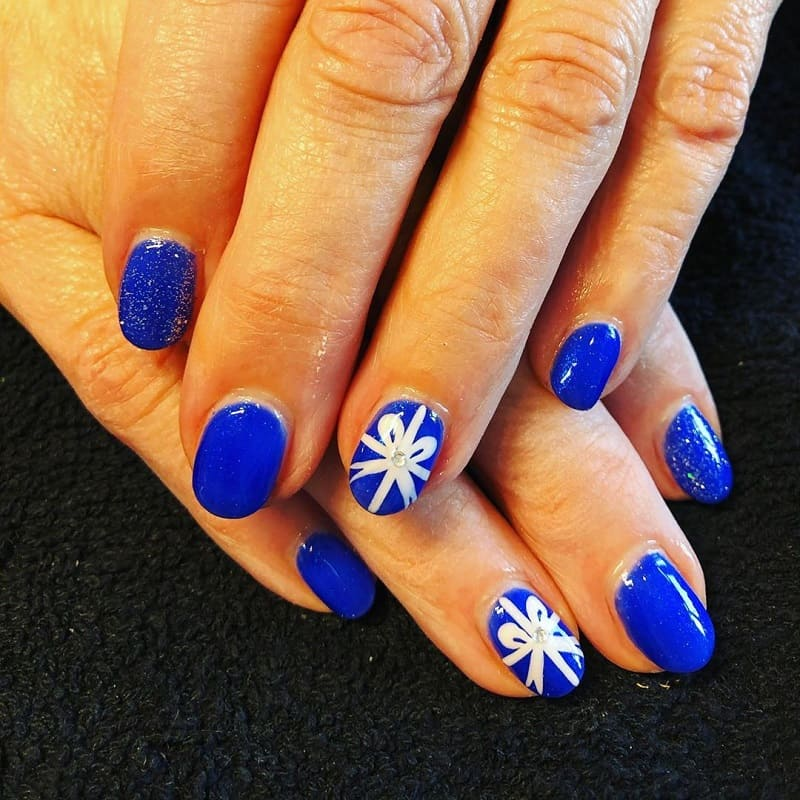 blue nails with bows