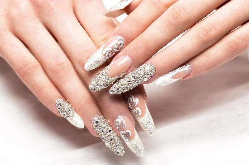 20 magical bridal nail designs for the big day naildesigncode these bridal nails have got a clear message and there is nothing subtle or hidden about these a lot of lacy moments with some prinsesfo Images