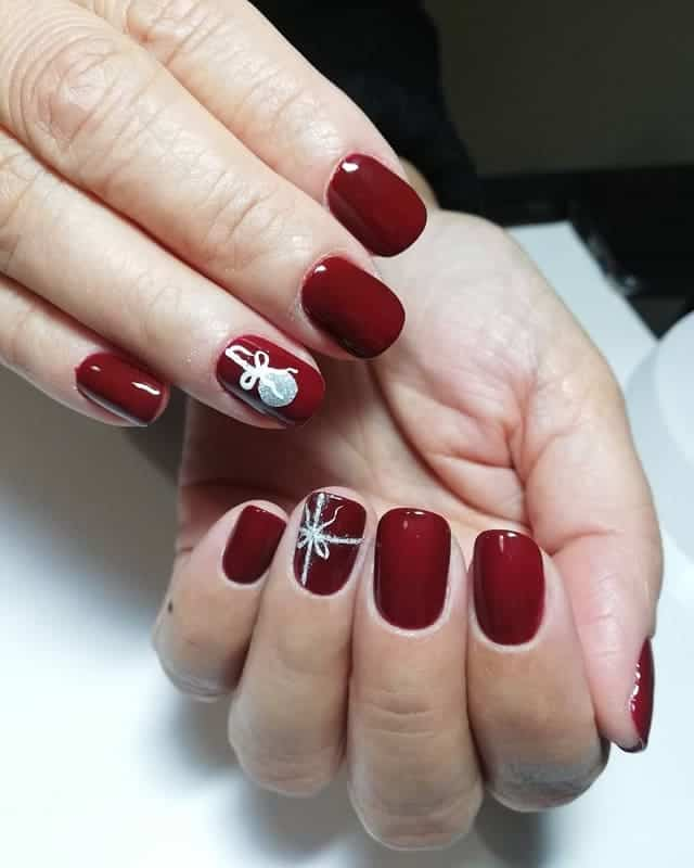 light maroon nails