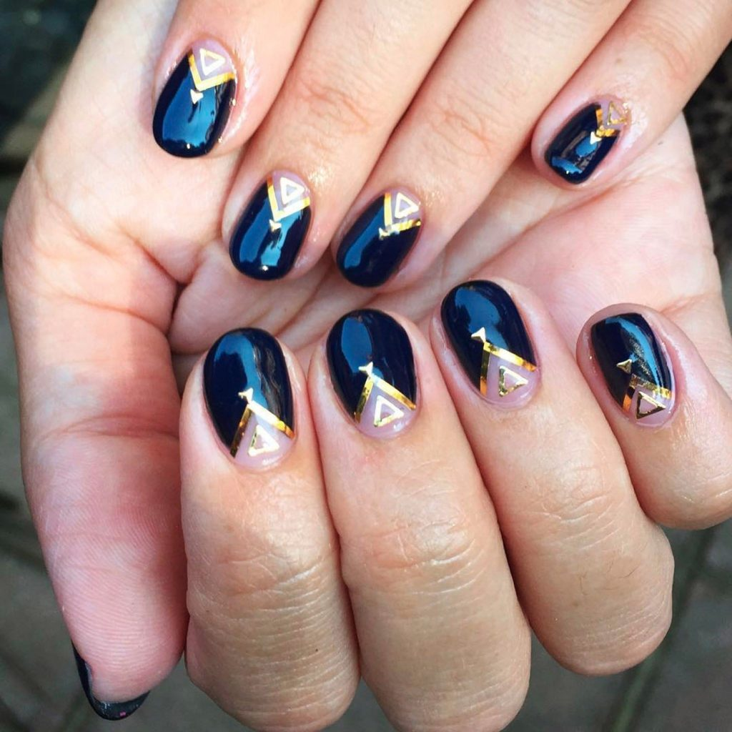 Short Round Nails: 15 Exquisite Designs For Busy Bee's