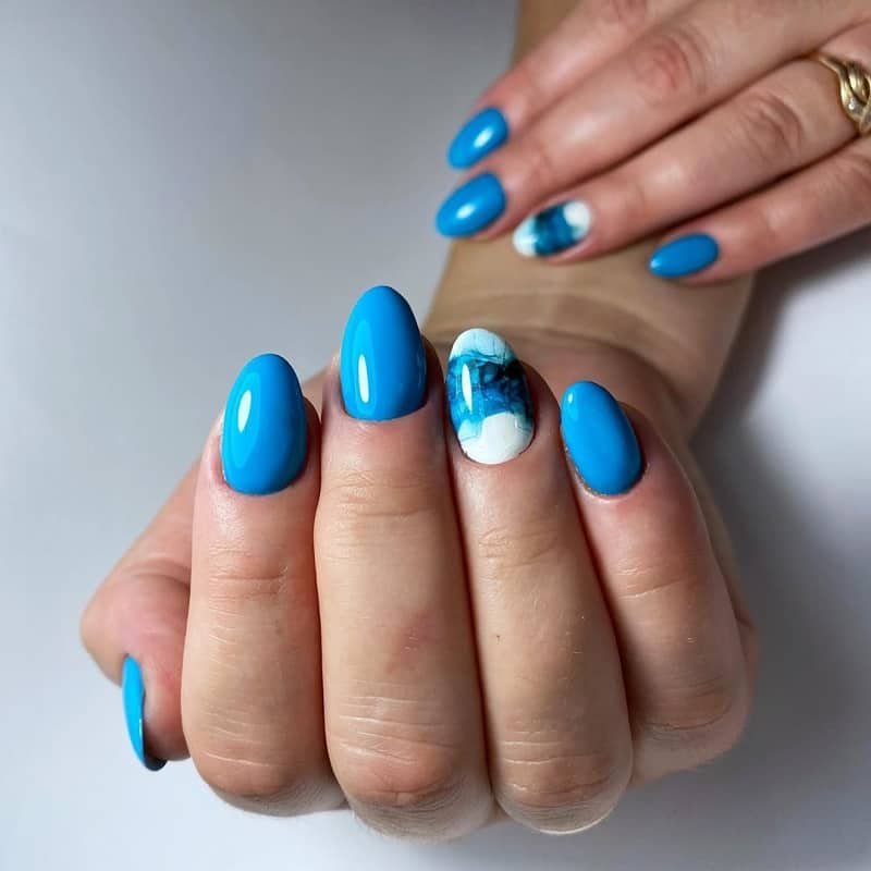 short oval blue nails
